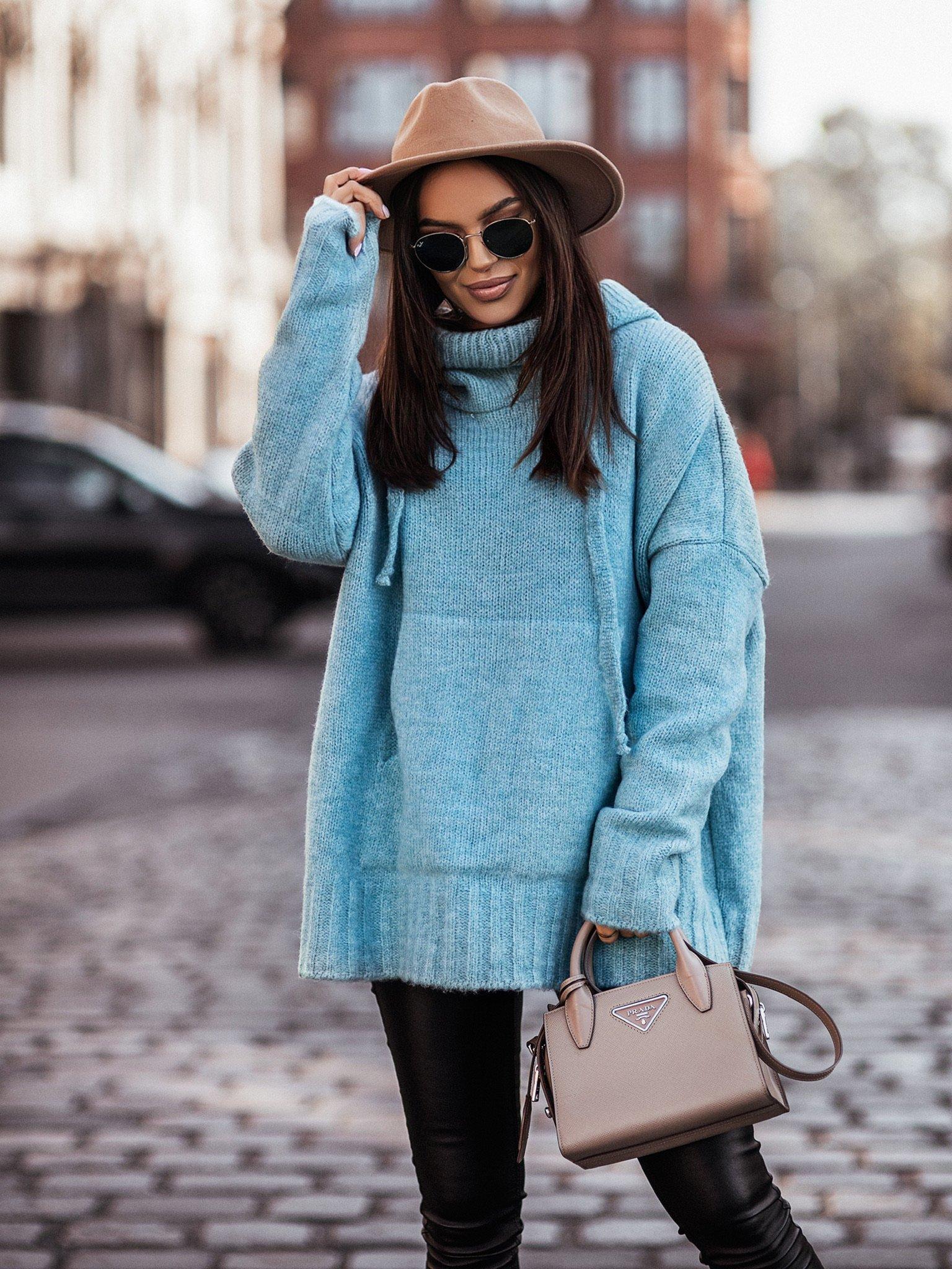 Sweter oversize z kapturem by Varlesca turquoise I