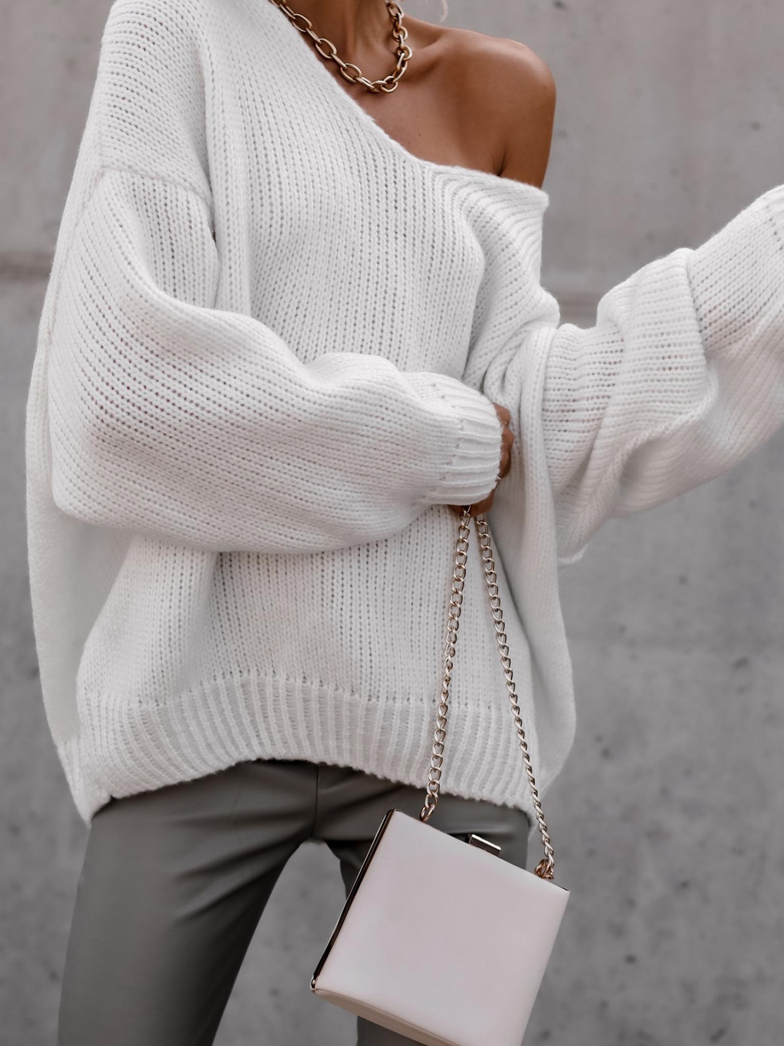 25.10 Sweter Cesillo V biały
