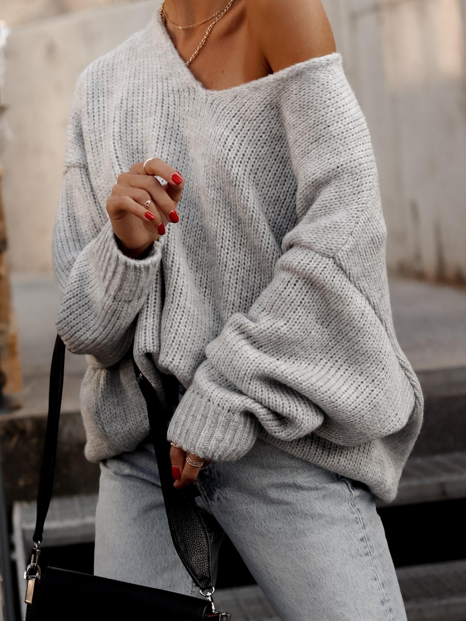 25.10 Sweter Cesillo V szary